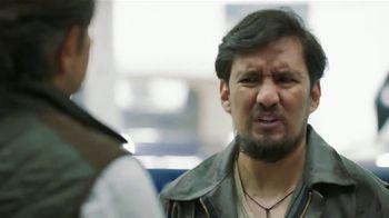 DishLATINO TV Spot, 'Mecánico: sin contrato' con Eugenio Derbez,  canción de Periko & Jessi Leon [Spanish] - Thumbnail 2