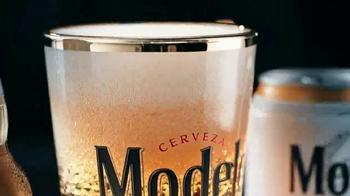 Modelo Especial TV Spot, 'La lucha por la cerveza' [Spanish] - Thumbnail 3