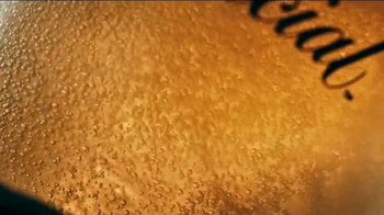 Modelo Especial TV Spot, 'The Fight for the Model Beer' - Thumbnail 5