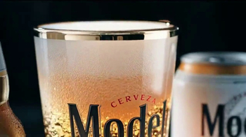 Modelo Especial TV Spot, 'The Fight for the Model Beer' - Thumbnail 6