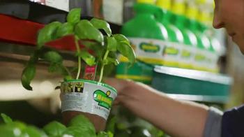 The Home Depot TV Spot, 'Hierbas y vegetales' [Spanish] - Thumbnail 4