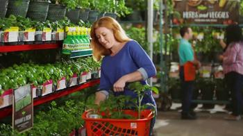 The Home Depot TV Spot, 'Hierbas y vegetales' [Spanish] - Thumbnail 5