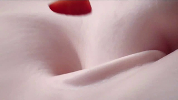 Häagen-Dazs Strawberry TV Spot, 'Simple Strawberry' - Thumbnail 2