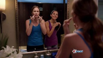 Crest 3D White Luxe Professional Effects Whitestrips TV Spot, 'No-Slip' - Thumbnail 2