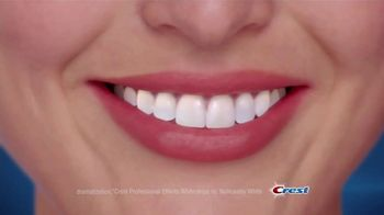Crest 3D White Luxe Professional Effects Whitestrips TV Spot, 'No-Slip' - Thumbnail 7