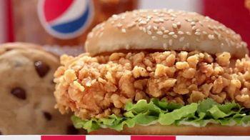 KFC $5 Fill Up: Zinger TV Spot, 'Serving Platter' - Thumbnail 4
