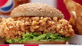 KFC $5 Fill Up: Zinger TV Spot, 'Serving Platter' - Thumbnail 5