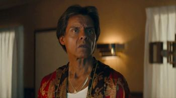 KFC Zinger Sandwich TV Spot, 'Announcement' Featuring Rob Lowe - Thumbnail 7