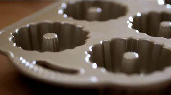 Pam Cooking Spray TV Spot, 'Bundt Cake' - Thumbnail 3
