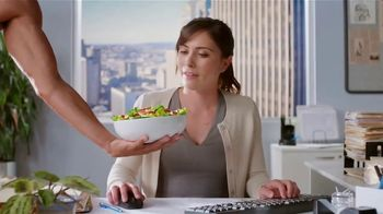 Wendy's Strawberry Mango Chicken Salad TV Spot, 'Perfect Salads' - Thumbnail 9