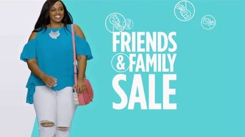 JCPenney Friends & Family Sale TV Spot, 'Now Trending' Song by MUNNYCAT - Thumbnail 7