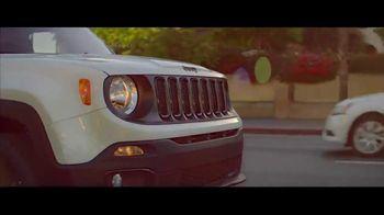 Jeep Summer of Jeep TV Spot, 'Renegade' canción de Bomba Estéreo [Spanish] [T1] - Thumbnail 7