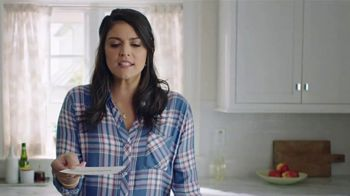 Triscuit TV Spot, 'Yo-pome-stachio-scuit' Featuring Cecily Strong - Thumbnail 4