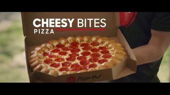 Pizza Hut Cheesy Bites Pizza TV Spot, 'Pizza Man' - Thumbnail 2