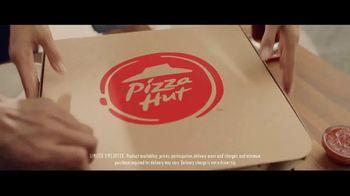 Pizza Hut Cheesy Bites Pizza TV Spot, 'Pizza Man' - Thumbnail 7