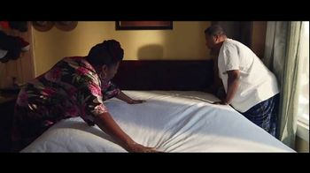 Clorox TV Spot, 'Clean Matters: Changing the Sheets' - Thumbnail 4