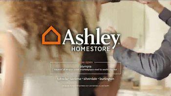 Ashley HomeStore New Year's Savings Bash TV Spot, 'Cheers' - Thumbnail 7