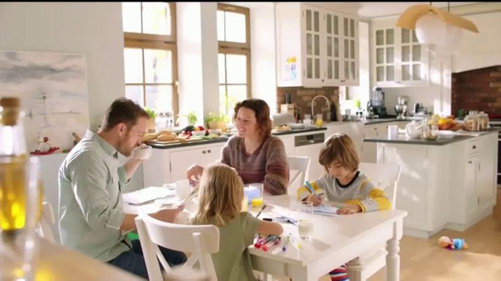 Lysol Disinfecting Spray TV Commercial, 'Hasta aqu?? llega el virus'