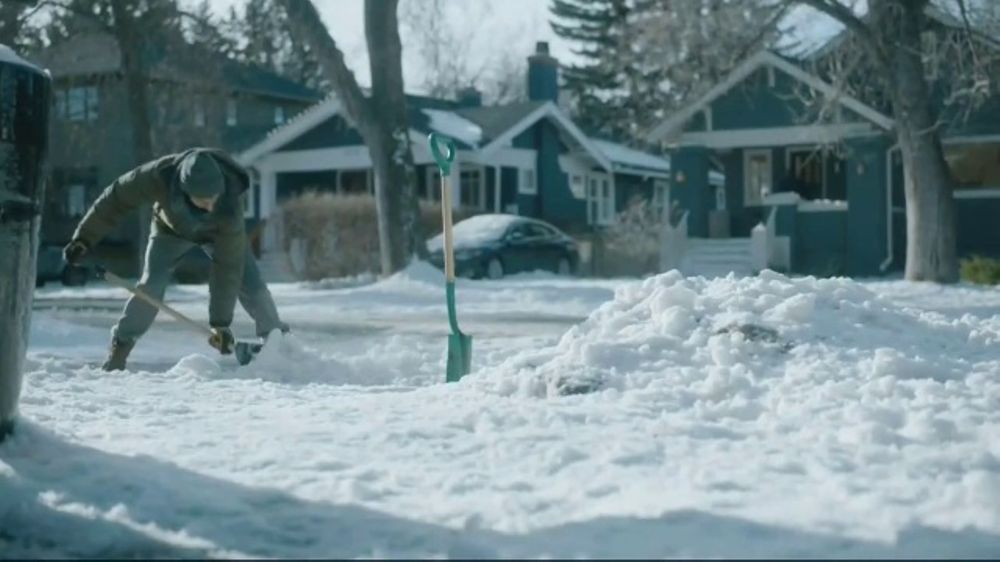 Kleenex Soothing Lotion TV Commercial, 'Shoveling Snow'