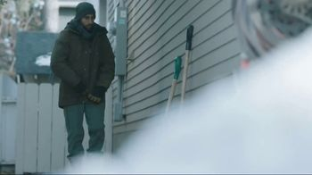 Kleenex Soothing Lotion TV Spot, 'Shoveling Snow' - Thumbnail 1