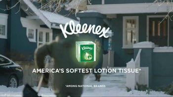 Kleenex Soothing Lotion TV Spot, 'Shoveling Snow' - Thumbnail 8