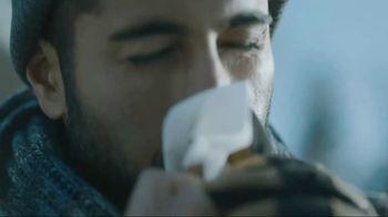 Kleenex Soothing Lotion TV Spot, 'Shoveling Snow' - Thumbnail 5