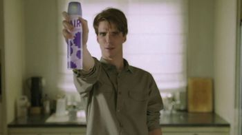 Febreze ONE TV Spot, 'Rociar y estar' [Spanish] - Thumbnail 2