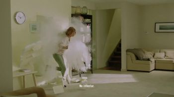 Febreze ONE TV Spot, 'Rociar y estar' [Spanish] - Thumbnail 5