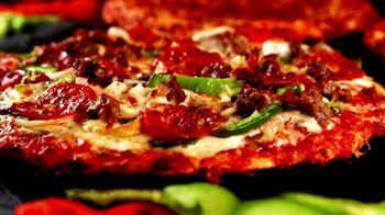 Uno Pizzeria & Grill Chicago Thin Crust Pizza TV Spot, 'Big on Taste' - Thumbnail 7