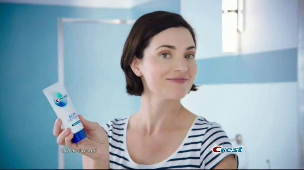 Crest Gum Detoxify TV Commercial, 'Iceberg'