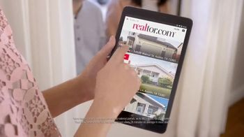 Realtor.com TV Spot, 'Moving Day & the Not-Yous' Featuring Elizabeth Banks - Thumbnail 6