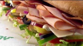 Subway $4.99 Footlongs TV Spot, 'Casi nada' [Spanish] - Thumbnail 2