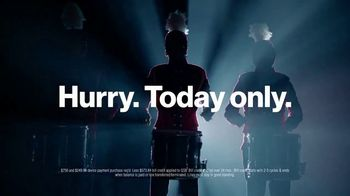 Verizon Unlimited TV Spot, 'Drummer: New Year's Day' - Thumbnail 7