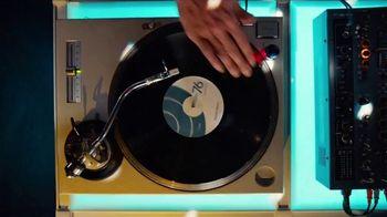 GEICO TV Spot, 'Breakbeats' Featuring Tony Dungy, Rodney Harrison - Thumbnail 2