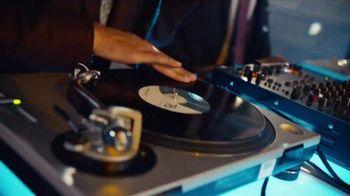 GEICO TV Spot, 'Breakbeats' Featuring Tony Dungy, Rodney Harrison - Thumbnail 4