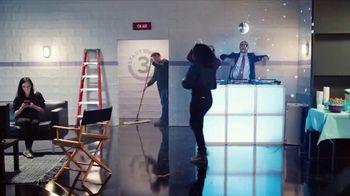 GEICO TV Spot, 'Breakbeats' Featuring Tony Dungy, Rodney Harrison - Thumbnail 6