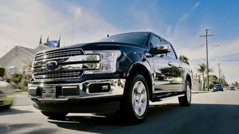 Ford F-150 TV Spot, 'Lloyd ayuda a sus amigos veteranos' [Spanish] [T1] - Thumbnail 1