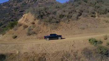 Ford F-150 TV Spot, 'Lloyd ayuda a sus amigos veteranos' [Spanish] [T1] - Thumbnail 8
