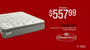 Value City Furniture Presidents' Day Mattress Sale TV Spot, 'Hurry In' - Thumbnail 4