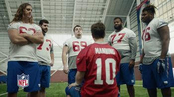 NFL Super Bowl 2018 TV Spot, 'Thumb War' Feat. Eli Manning, John Jerry - Thumbnail 9