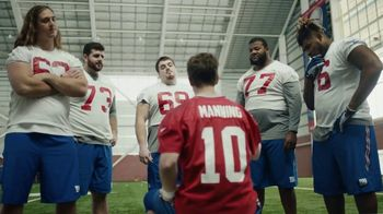 NFL Super Bowl 2018 TV Spot, 'Thumb War' Feat. Eli Manning, John Jerry - Thumbnail 5