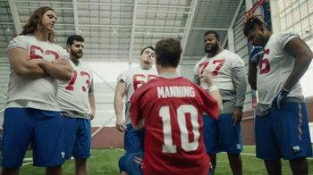 NFL Super Bowl 2018 TV Spot, 'Thumb War' Feat. Eli Manning, John Jerry - Thumbnail 6