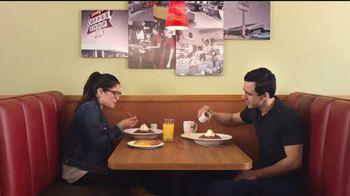 Denny's Dulce de Leche Crunch Pancakes TV Spot, 'Abuela' [Spanish] - Thumbnail 1