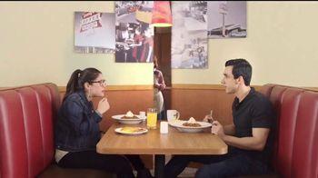 Denny's Dulce de Leche Crunch Pancakes TV Spot, 'Abuela' [Spanish]