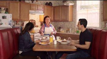 Denny's Dulce de Leche Crunch Pancakes TV Spot, 'Abuela' [Spanish] - Thumbnail 5