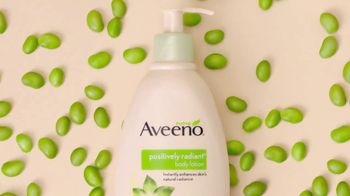 Aveeno Positively Radiant Body Lotion TV Spot, 'Soya' [Spanish] - Thumbnail 4