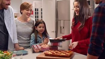 DiGiorno Crispy Pan Pizza TV Spot, 'Directo a tu mesa' [Spanish] - Thumbnail 4