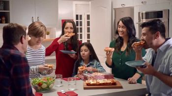 DiGiorno Crispy Pan Pizza TV Spot, 'Directo a tu mesa' [Spanish] - Thumbnail 9