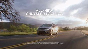 Chrysler Summer Clearance Event TV Spot, 'Discover' [T2] - Thumbnail 1