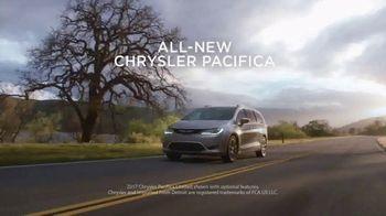 Chrysler Summer Clearance Event TV Spot, 'Discover' [T2] - Thumbnail 2